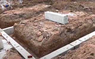 Стоит ли выбирать для дома сборный бетонный фундамент?